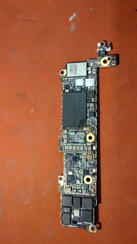 залил айфон сколько стоит ремонт